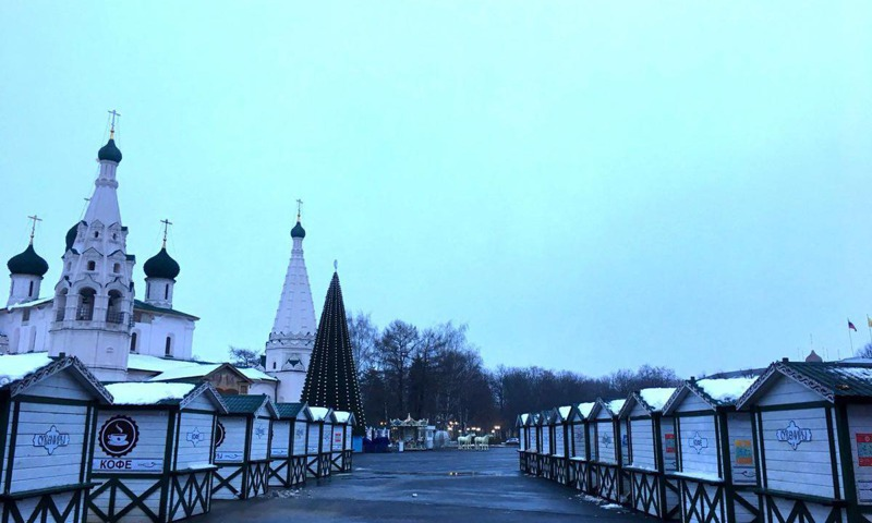 На Советской площади появились деревянные домики-шале
