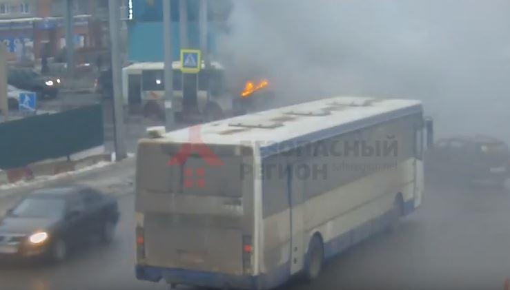 В Сети появилось видео горящей маршрутки на Московском проспекте