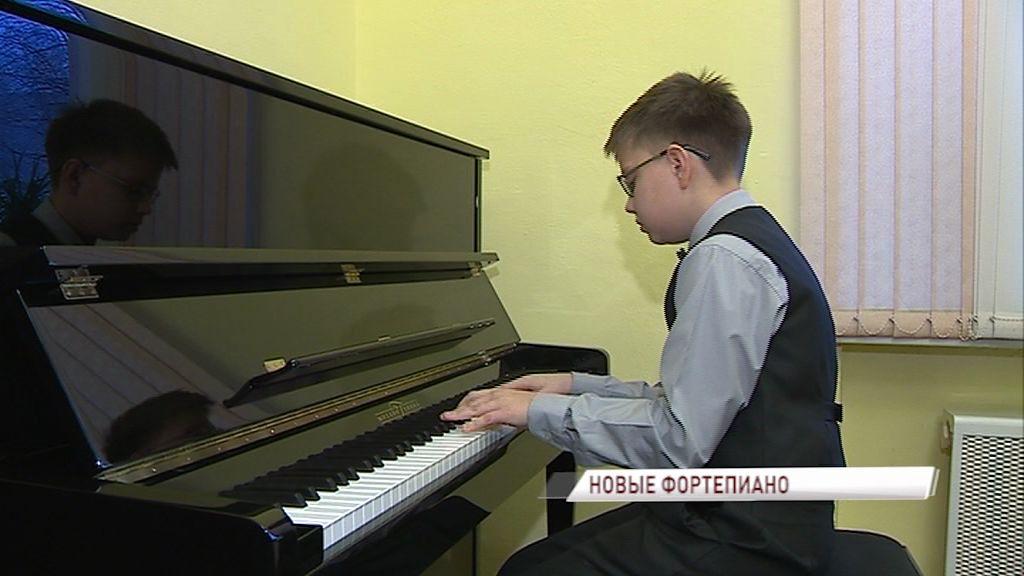 Юные музыканты сегодня сыграли первые ноты на новых фортепиано