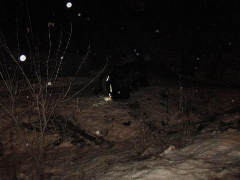 На Тверицкой набережной «УАЗ» улетел в кювет: есть пострадавшие