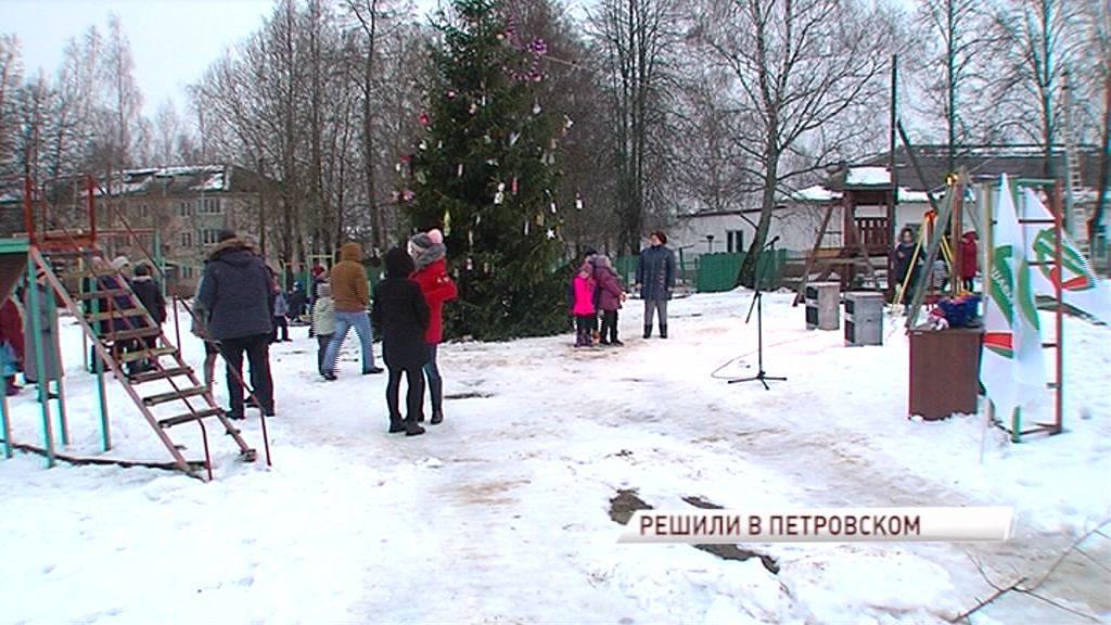 Проект «Решаем вместе»: ровные дорожки, заасфальтированные проезды и зеленые насаждения в Петровском