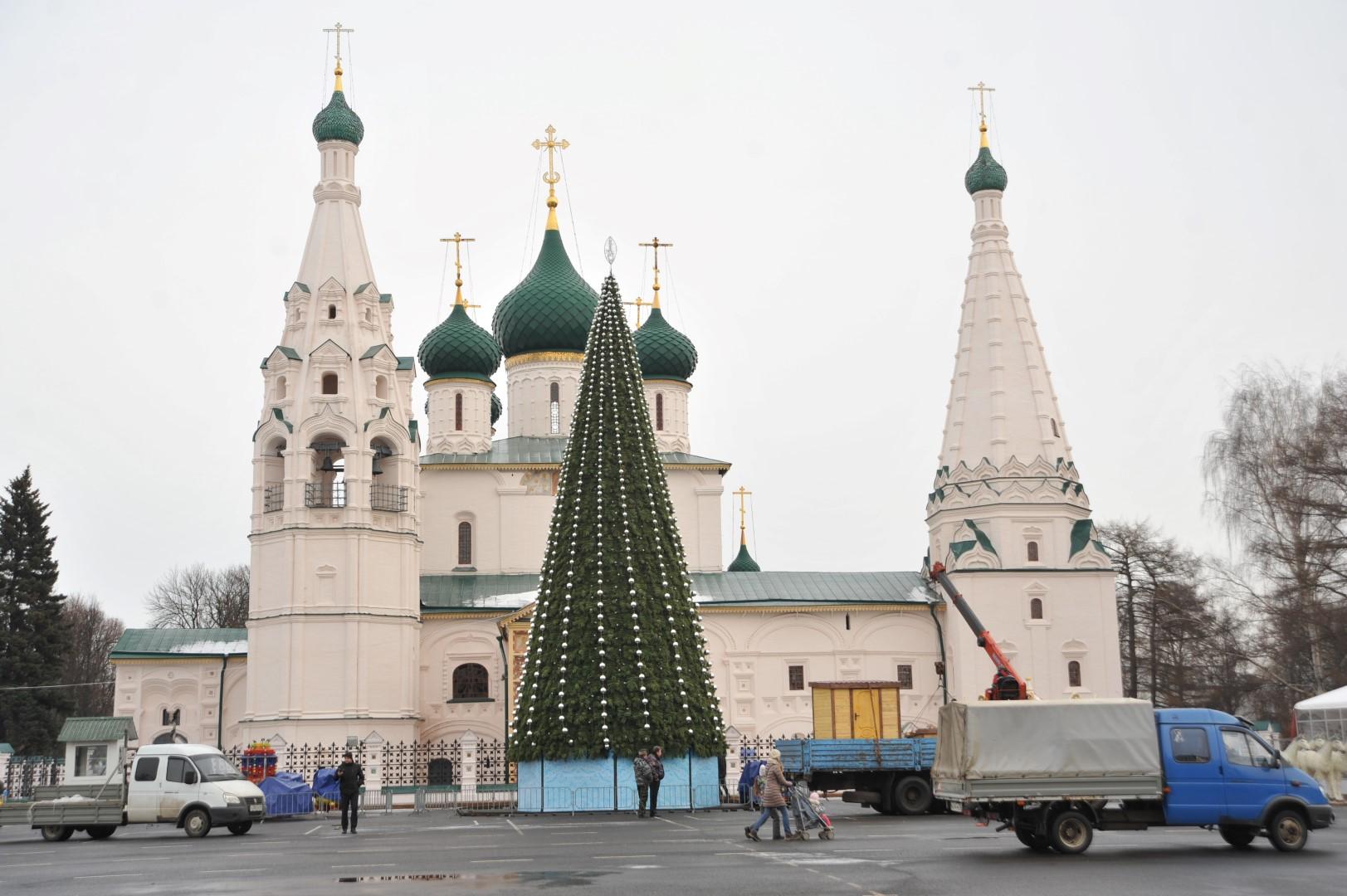На главной площади Ярославля готовится к открытию резиденция Деда Мороза