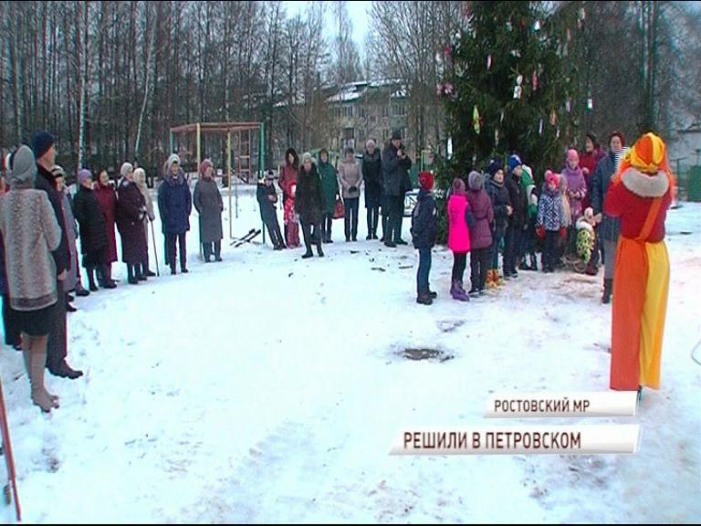 В селе Петровское завершилось благоустройство: теперь во дворах ровные дорожки и заасфальтированные проезды