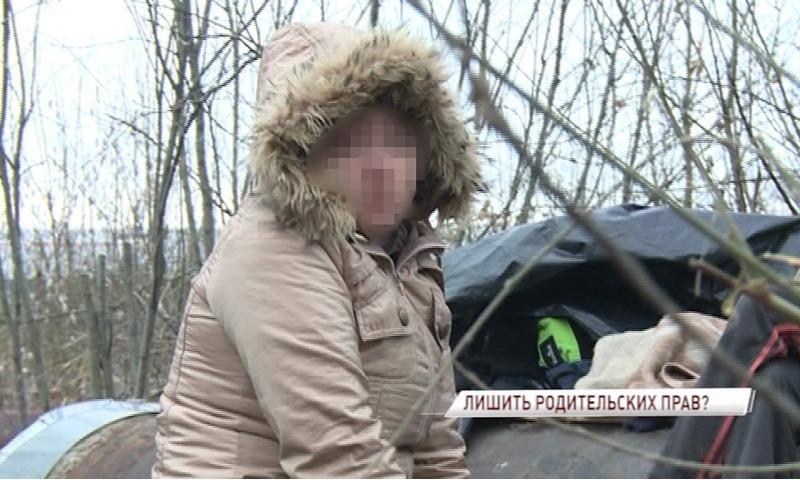 У 30-летней жительницы Ярославля, которая ушла жить к бомжам, минимум на полгода изъяли сына