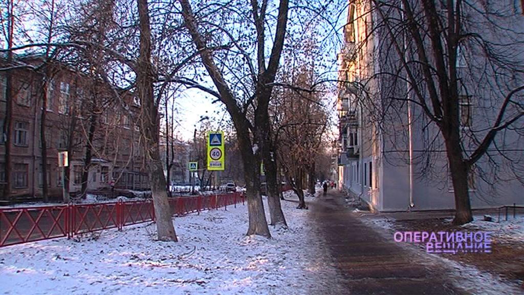 На Рыкачева двое неизвестных пытались избить 17-летнего подростка и его 2-летнего брата