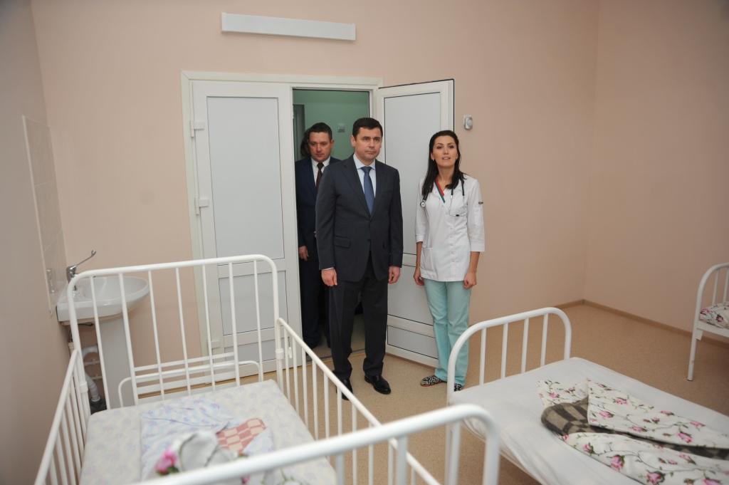 Дмитрий Миронов проинспектировал качество ремонта двух отделений Некрасовской районной больницы