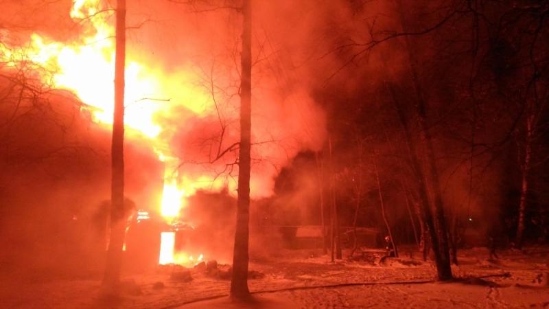 Пожар на Ляпинке: в Заволжском районе вновь полыхали расселенные дома
