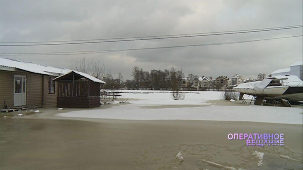 В Ярославле на берегу Которосли затопило яхт-клуб