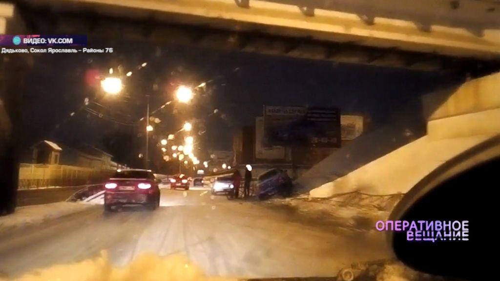 На проспекте Фрунзе иномарка влетела в опору железнодорожного виадука