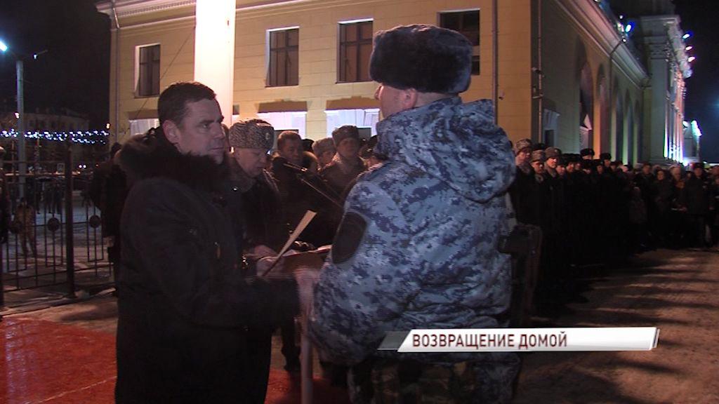 Дмитрий Миронов встретил ярославских полицейский после командировки на Северном Кавказе