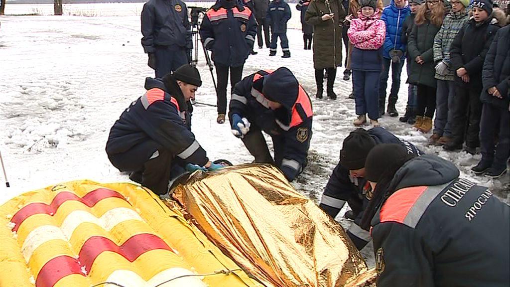 На центральном пляже Ярославля спасатели рассказали как вести себя в случае ЧП