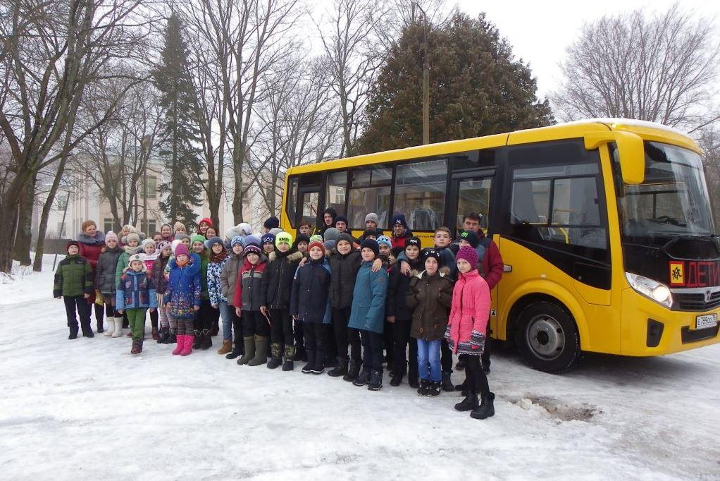 В канун Нового года Борковская школа получила в подарок современный автобус