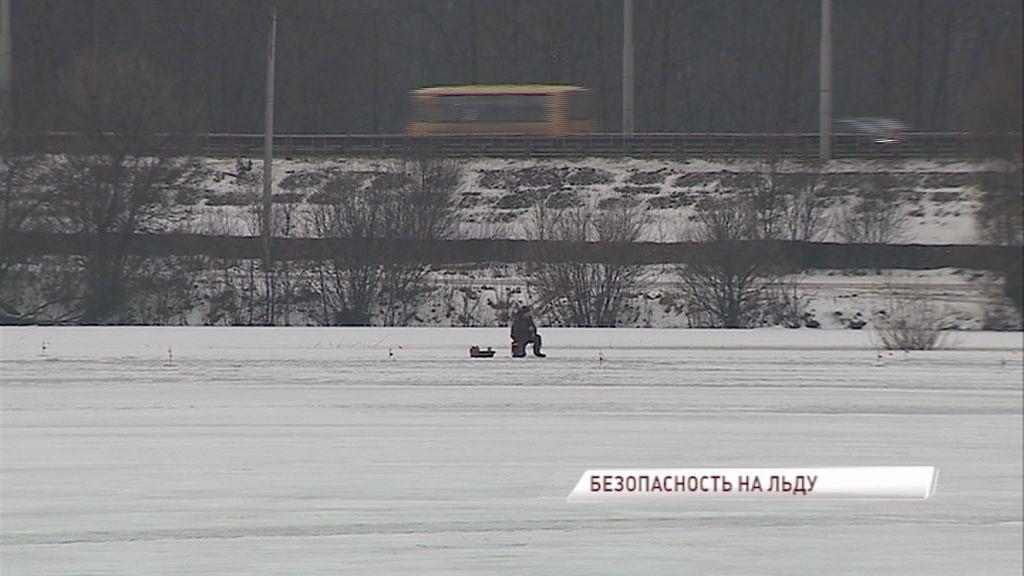 Спасатели призывают отложить зимнюю рыбалку из-за тонкого льда