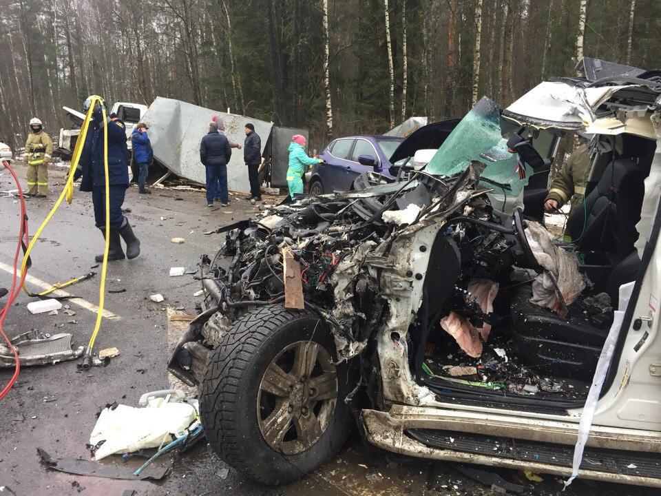 Визг тормозов и груда железа: в жуткой аварии на костромской трассе погиб водитель «Тойоты»