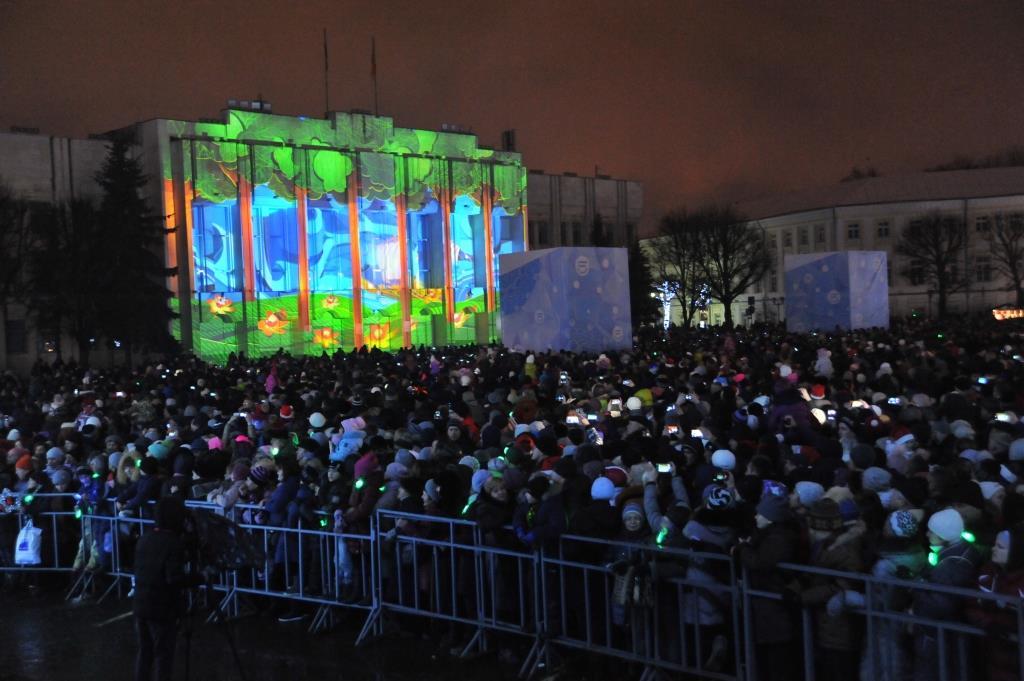 ФОТО: Новогоднюю ночь на Советской площади встретили 15 тысяч человек