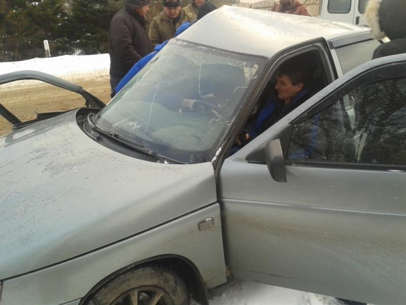 ДТП под Ярославлем: погибла женщина, двое детей и мужчина находятся в больнице