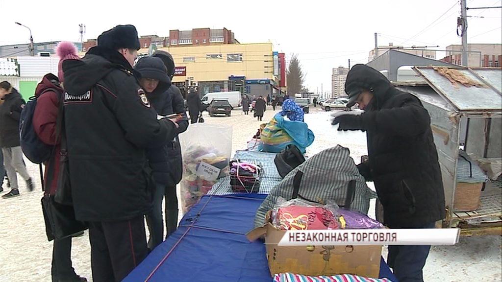 Городские власти совместно с сотрудниками полиции выявляли незаконных торговцев на улицах