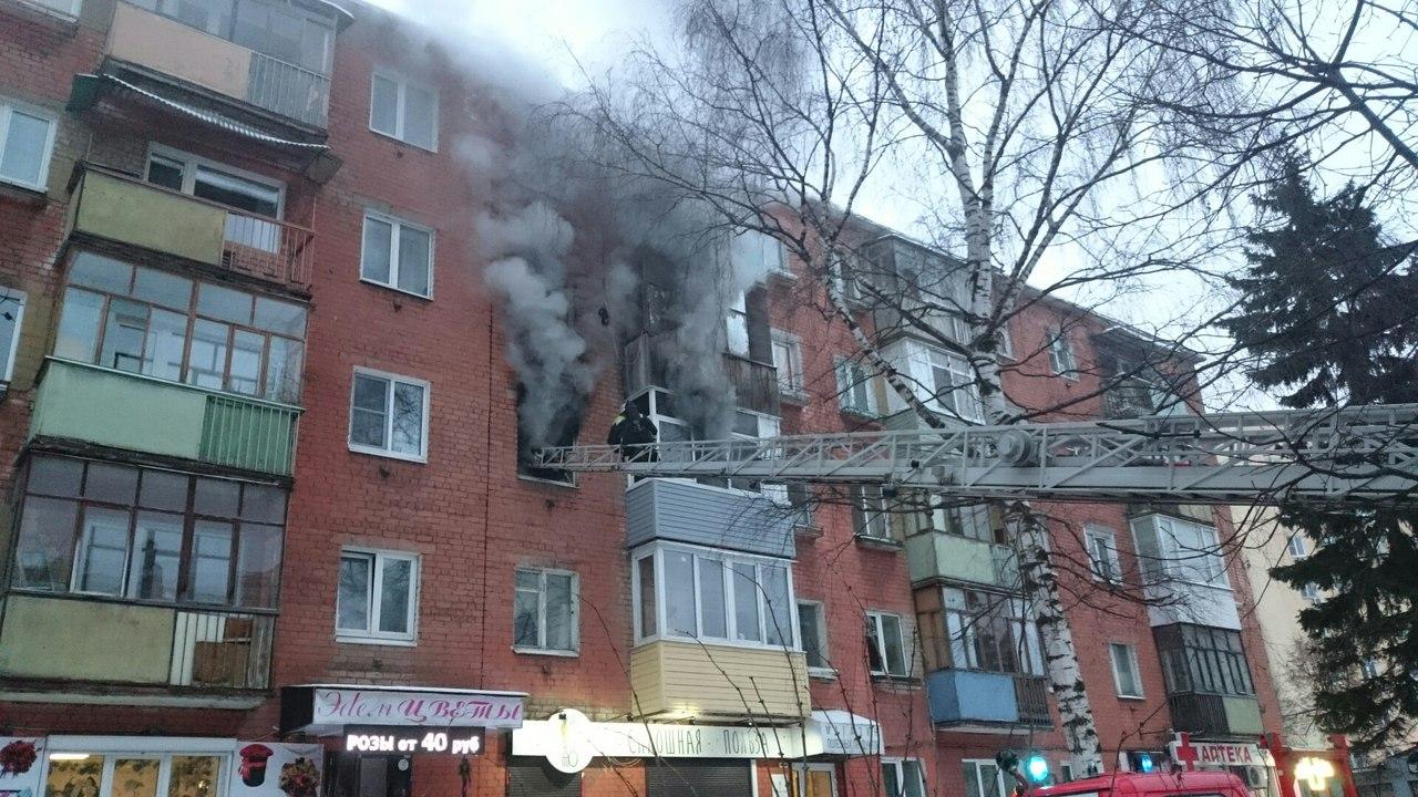 ВИДЕО: на проспекте Толбухина полыхала квартира в пятиэтажке
