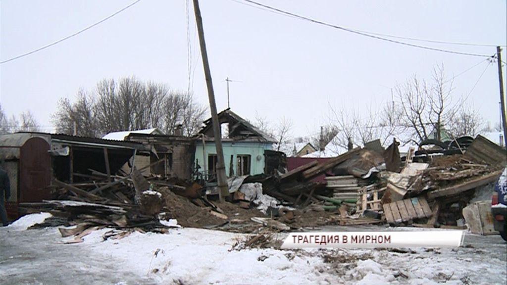 Сильный пожар унес жизнь человека: в поселке Мирный полностью сгорел частный дом