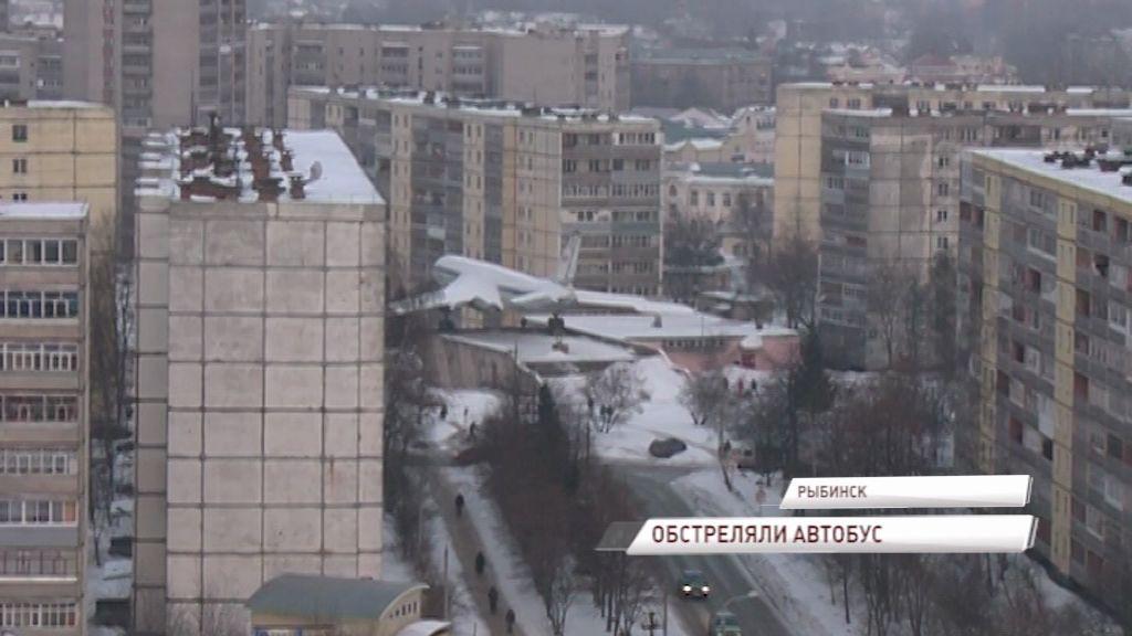 В Рыбинске неизвестные обстреляли автобус