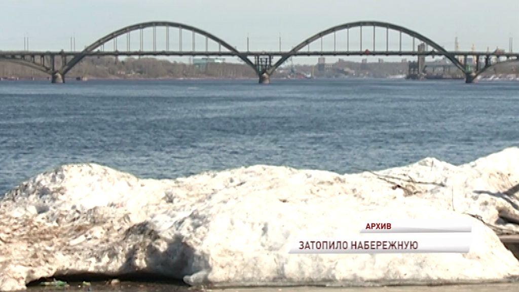 В Рыбинске ушла под воду Волжская набережная