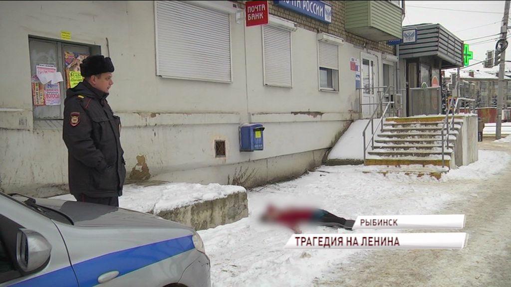 Трагедия в Рыбинске: после семейной ссоры из окна четвертого этажа выпала женщина