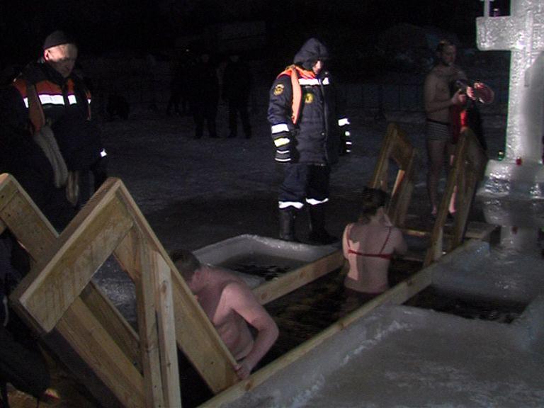 Владимир Слепцов призвал чиновников искупаться в проруби на Крещение