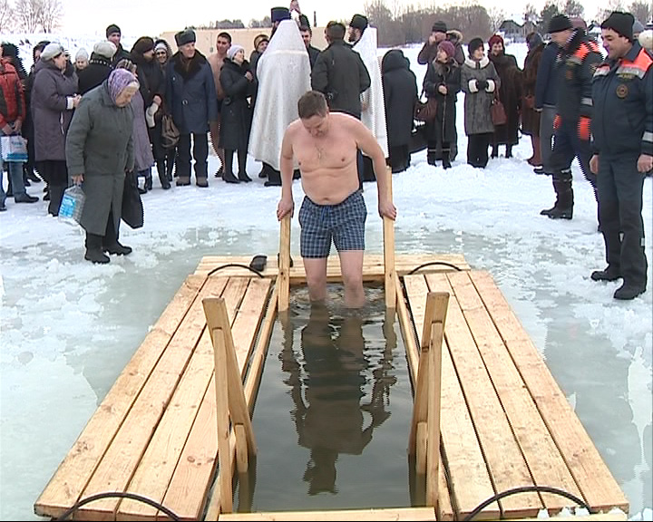 Представители епархии: Крещение не нужно превращать в флешмоб