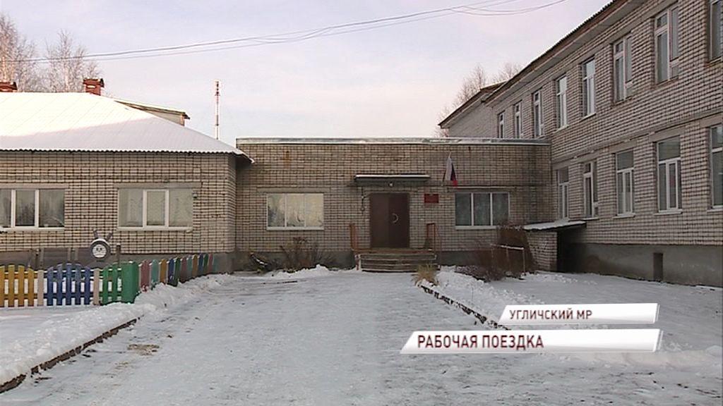 Дмитрий Миронов с рабочим визитом в Угличском районе: новая система отопления в одной из школ и борьба с черными лесорубами