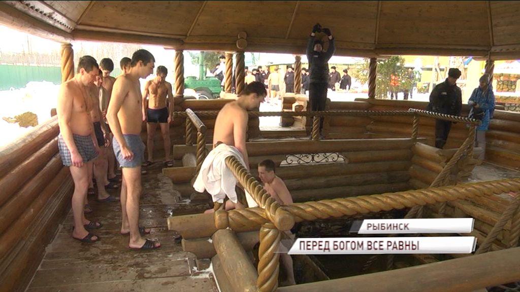 Крещение за «колючкой»: как в рыбинской колонии отметили святой день