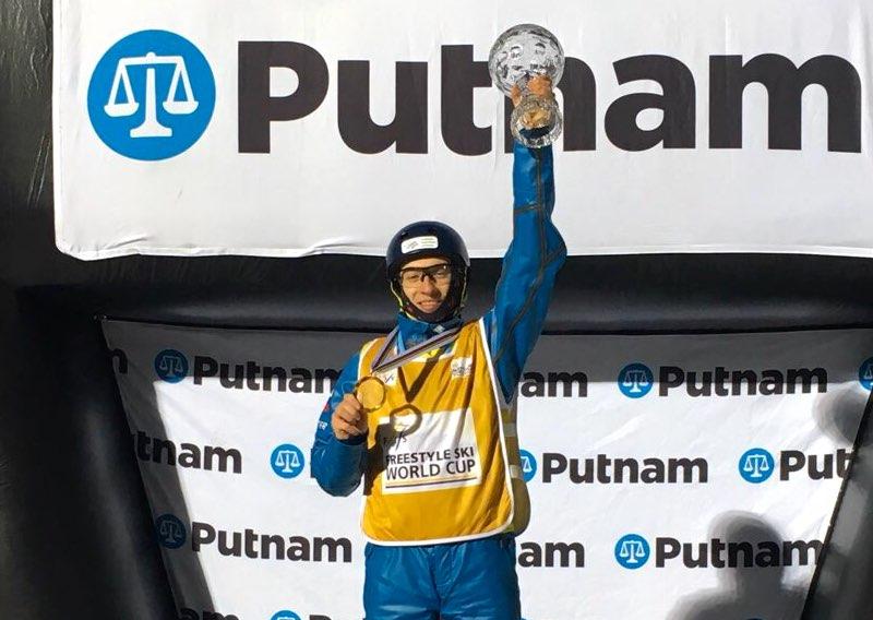 Максим Буров стал обладателем Кубка мира по лыжной акробатике