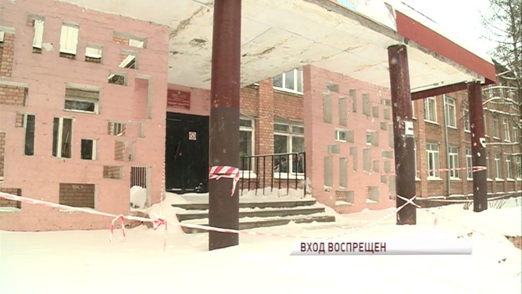 Центральный вход в школу №72 закрыли в целях безопасности