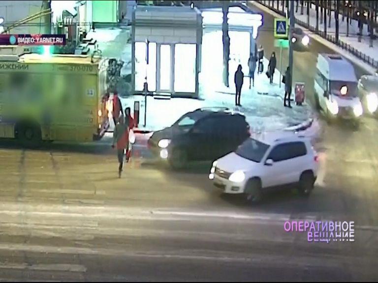 ВИДЕО: Внедорожник сбил пешехода на Советской улице