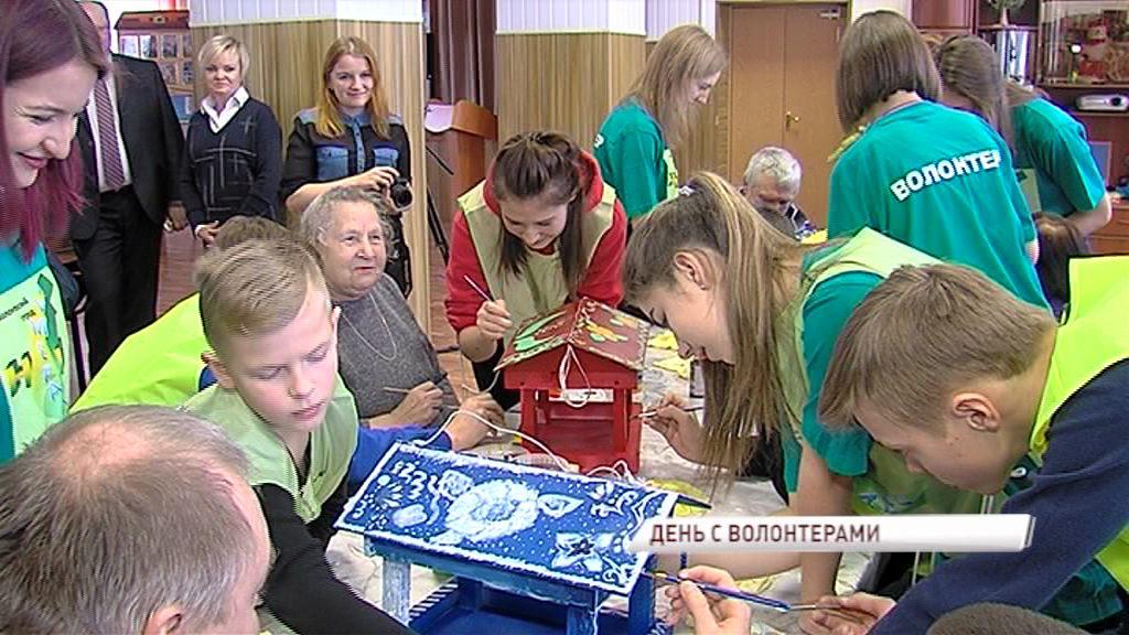 Волонтеры из Некрасовского района приехали навестить жителей местного дома-интерната для престарелых