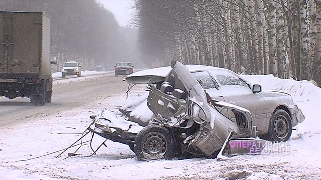 У Лесных Полян машины разметало как кегли: одна на крыше, другую почти разорвало