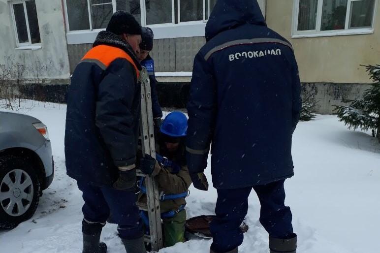 В Рыбинске на канализационные выпуски домов начали устанавливать решетки-ловушки