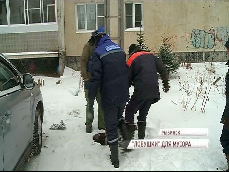 В Рыбинске начали устанавливать канализационные решетки-ловушки, чтобы предотвратить попадание мусора