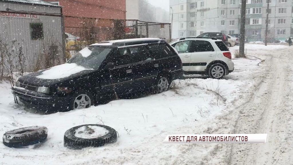 Жители одного из домов на улице Калинина задаются вопросом: где парковать свой автомобиль?