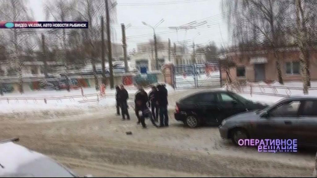 ВИДЕО: Авария в Ярославле чуть не закончилась дракой между владельцами автомобилей