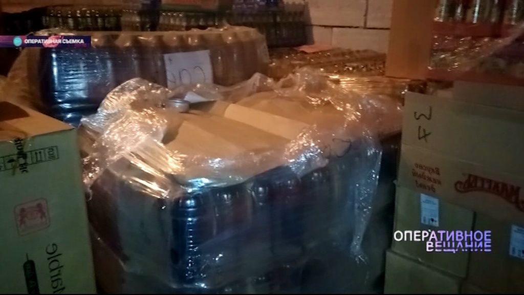 Полицейские при поддержке бойцов СОБРа накрыли склад с сомнительным алкоголем