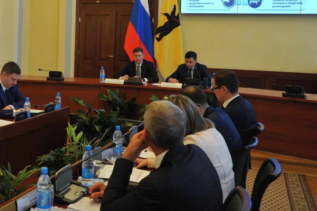 На заседании правительства региона обсудили новый бренд и успехи в капремонте
