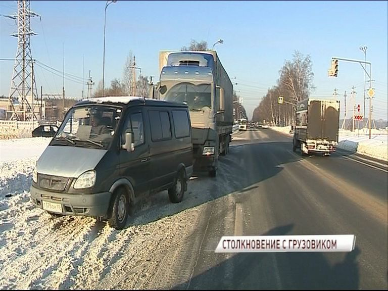 Под Ярославлем столкнулись грузовик и микроавтобус