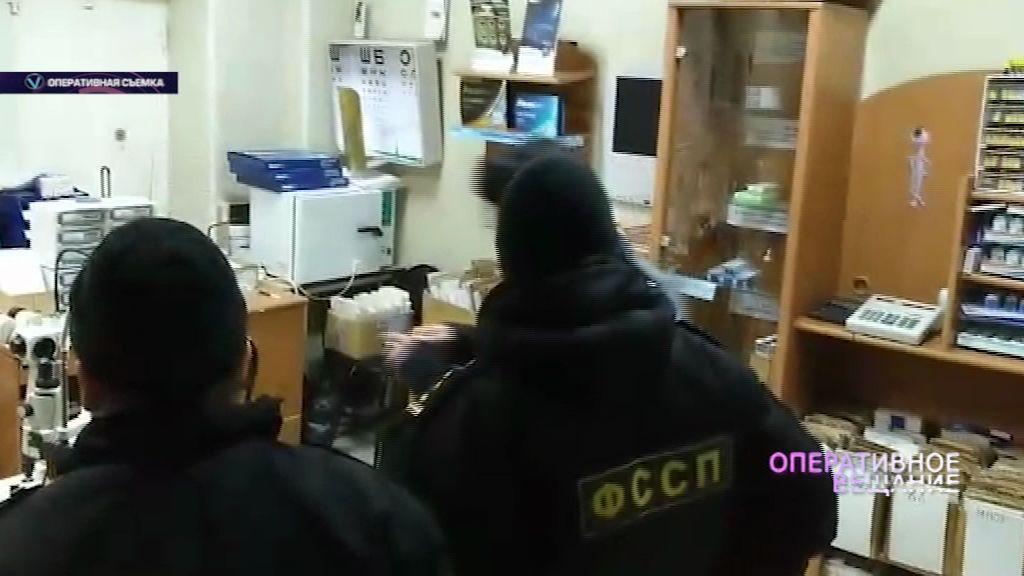 Судебные приставы арестовали имущество магазина оптики