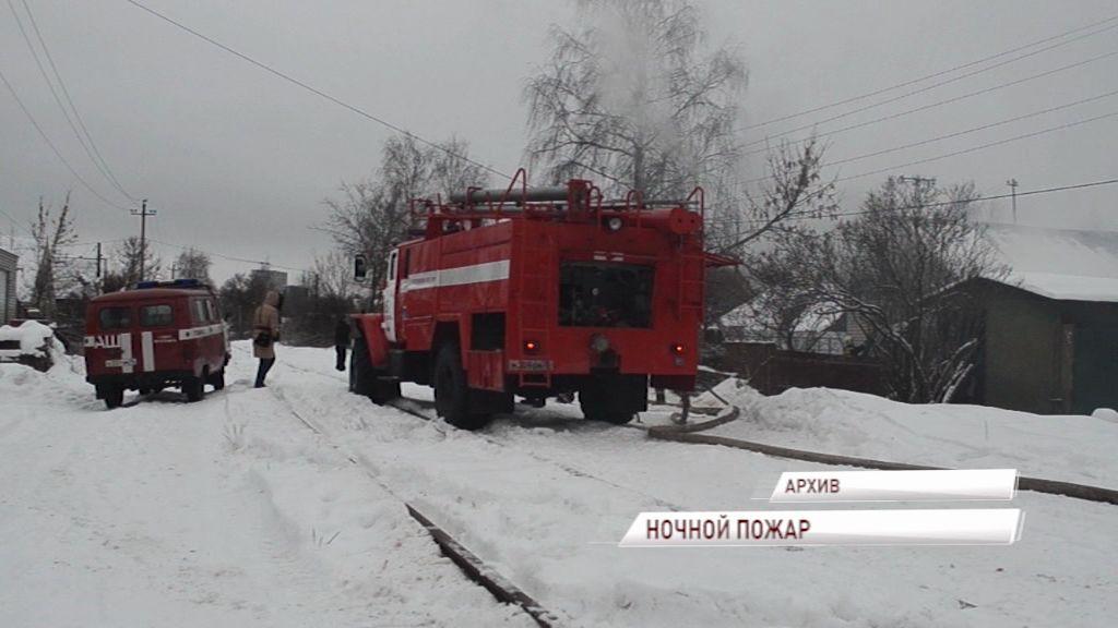 Ночной пожар в Рыбинске: пострадал хозяин загоревшейся квартиры