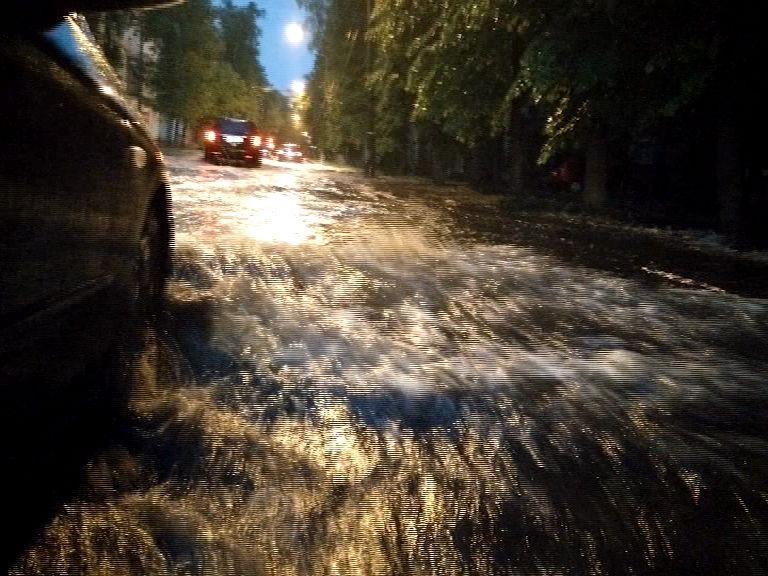Зимний потоп: в центре Ярославля прорвало трубу