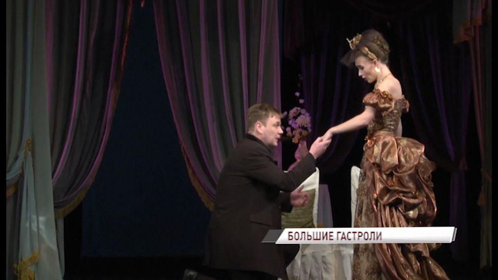 На сцене Волковского начались гастроли театра из Уфы