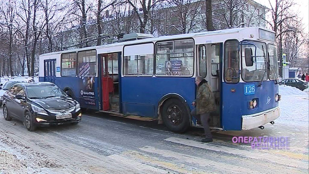 Мужчина набросился на троллейбус, чтобы отомстить бывшей возлюбленной