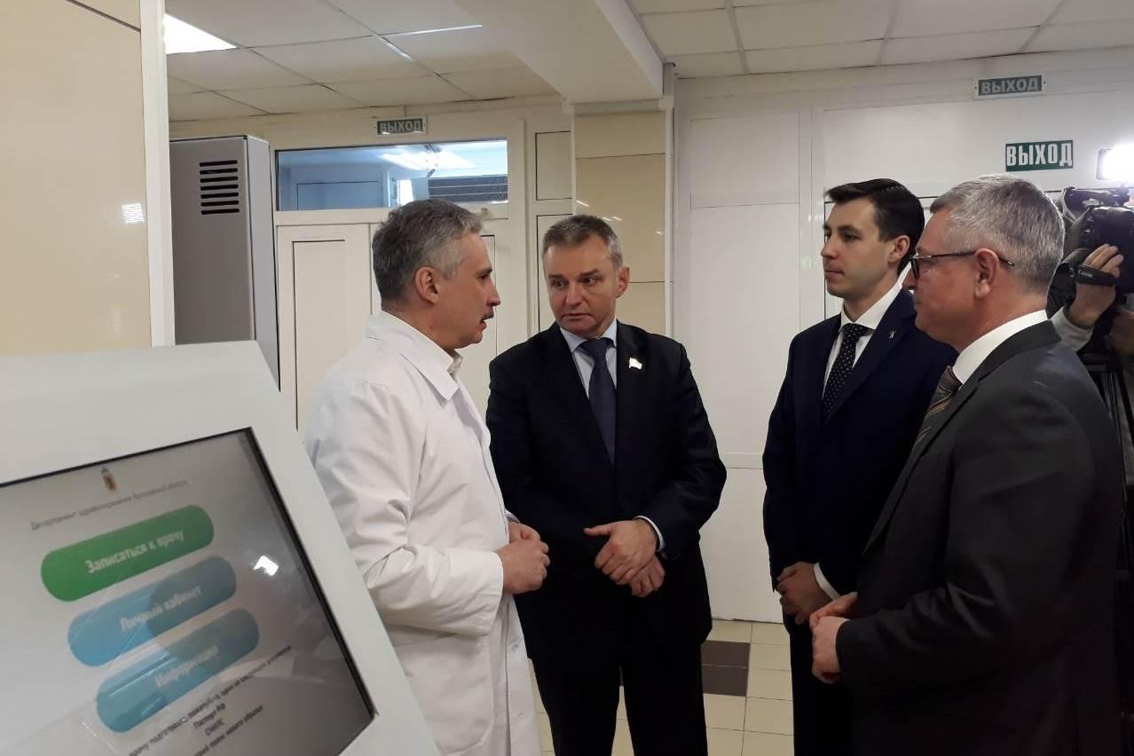 Регистратура первой поликлиники больницы №9 Ярославля отремонтирована на средства из резервного фонда президента