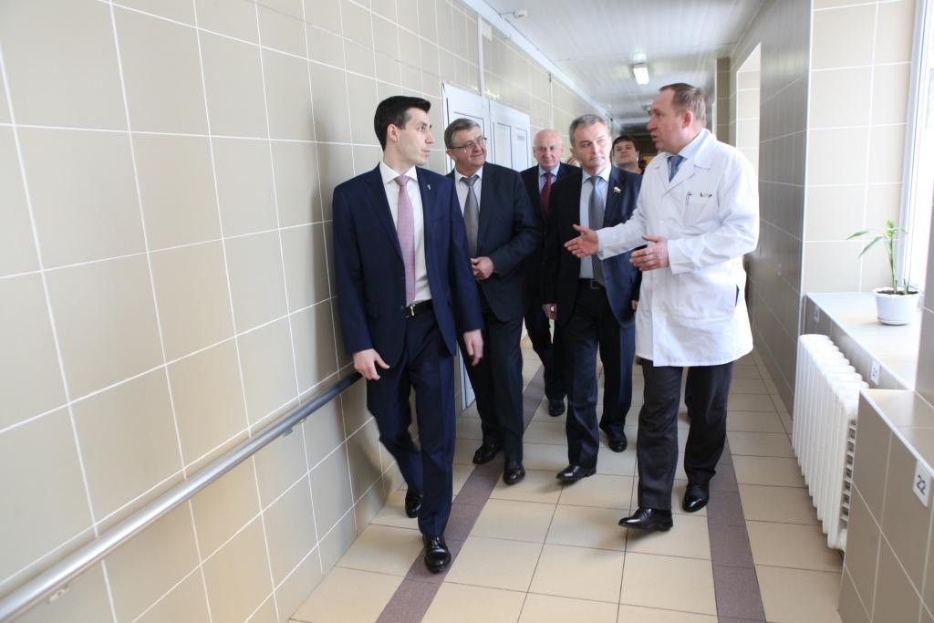 Заместитель министра здравоохранения России познакомился с работой уникального медоборудования в Ярославской областной больнице