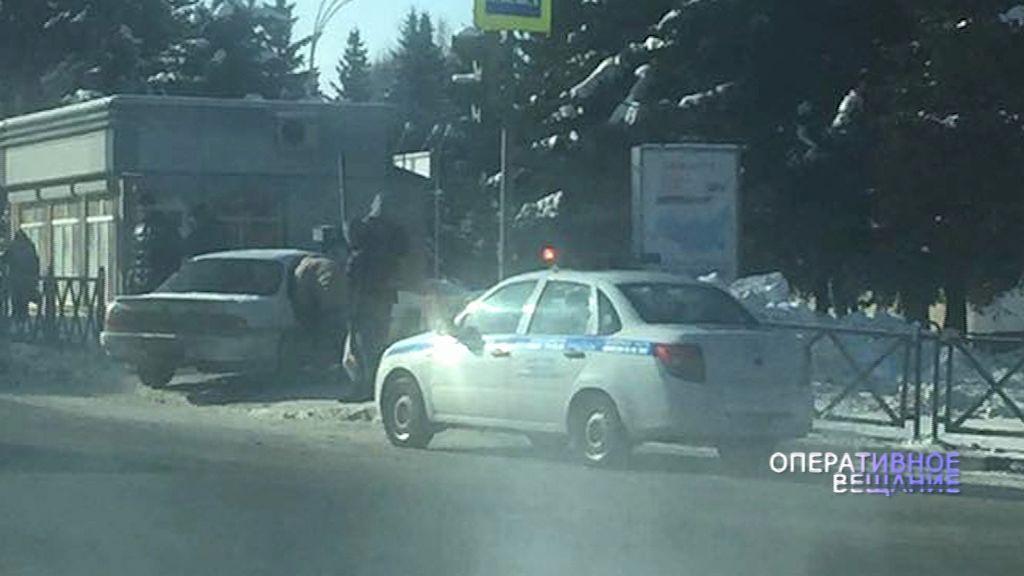 ДТП на Московском проспекте: от удара иномарка отлетела на тротуар